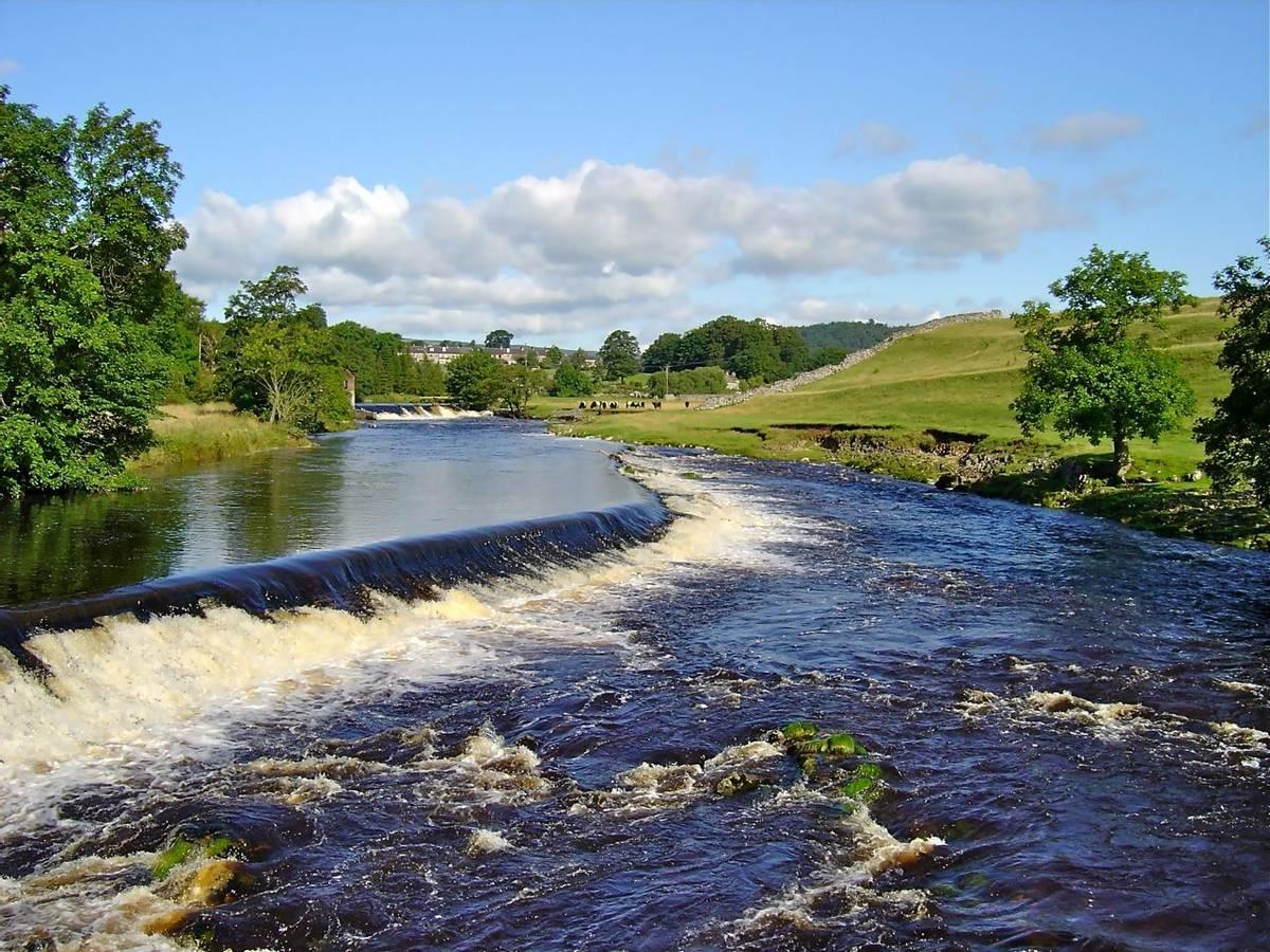 Linton_Falls_Southern_Yorkshire_Dales_AdobeStock_22051084.jpeg