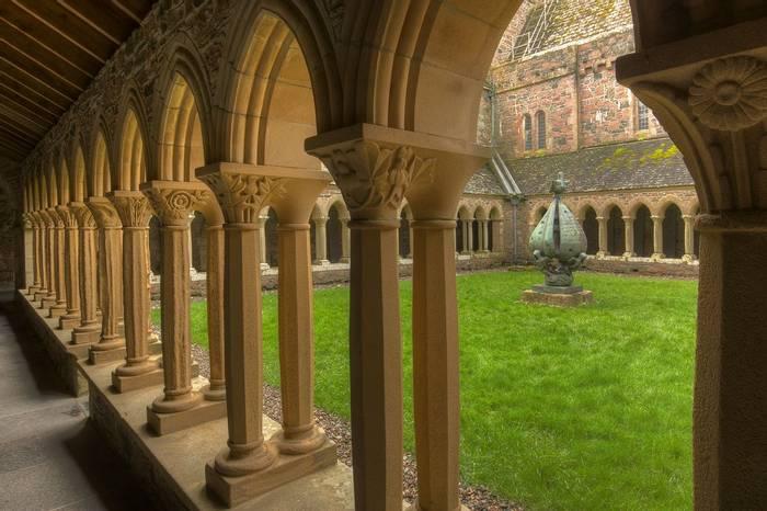 UK17 298 Iona Abbey, Iona, Scotland