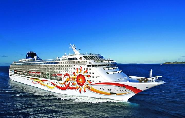 Norwegian Sun in Tortola - British Virgin IslandsNorwegian Sun - Norwegian Cruise Line