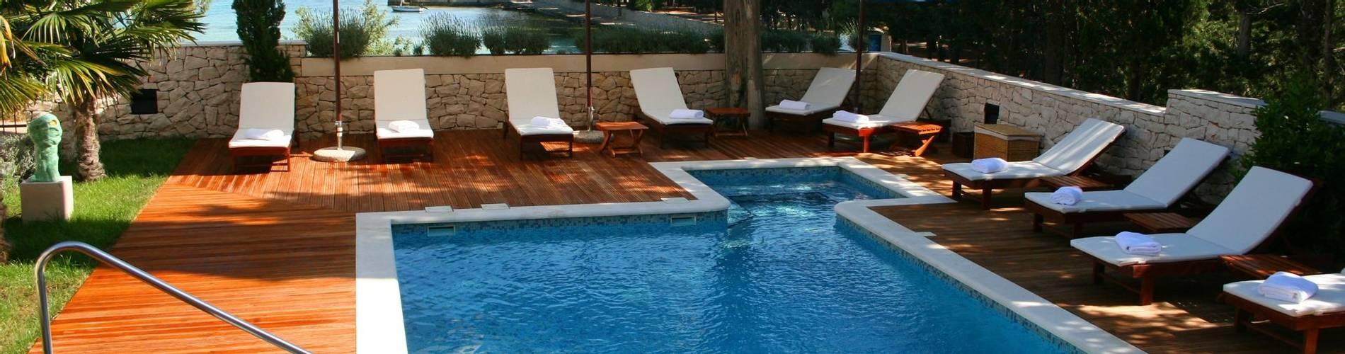 Villa pool3.jpg
