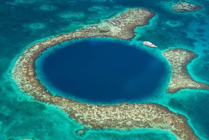 Great Blue Hole, Belize shutterstock_1042742641.jpg