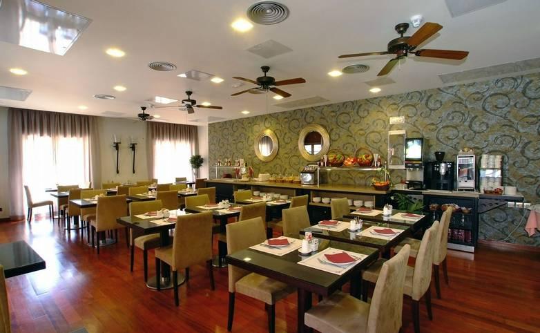 Spain - Tenerife - Hotel Laguna Nivaria -Restaurante (2).JPG