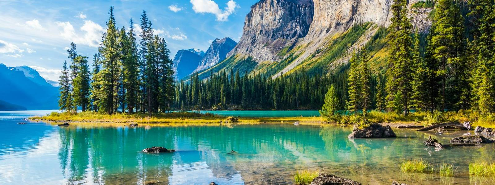 Canada-CanadianRockies-Main-AdobeStock_122028110.jpeg