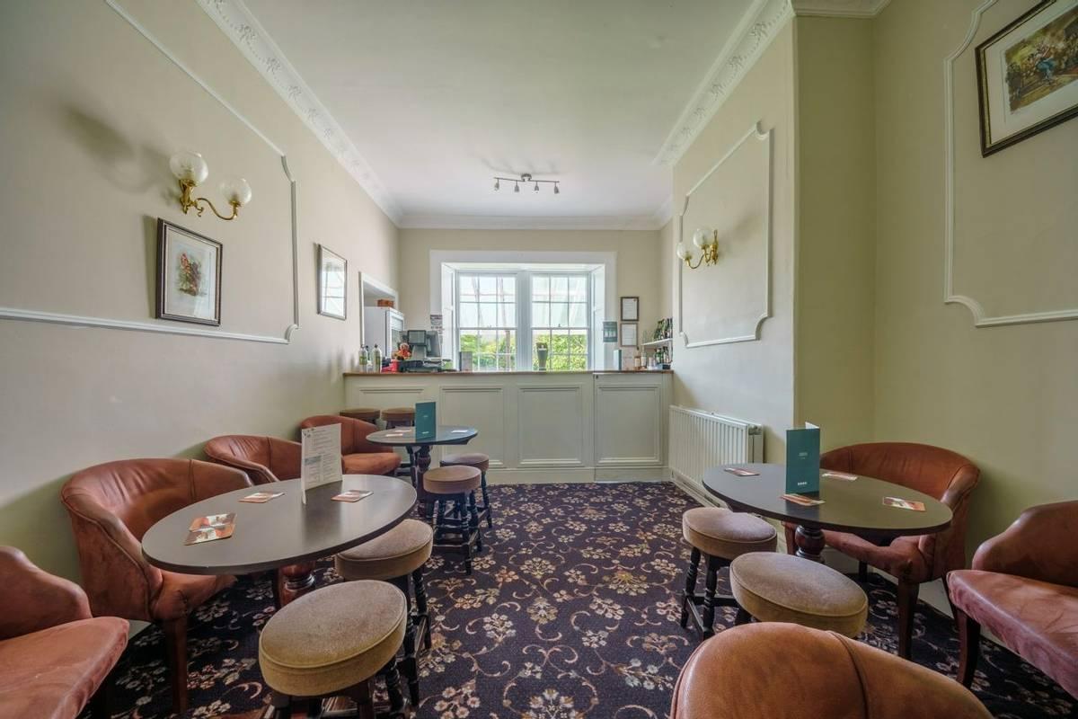 10684_0006 Holnicote House - Bar