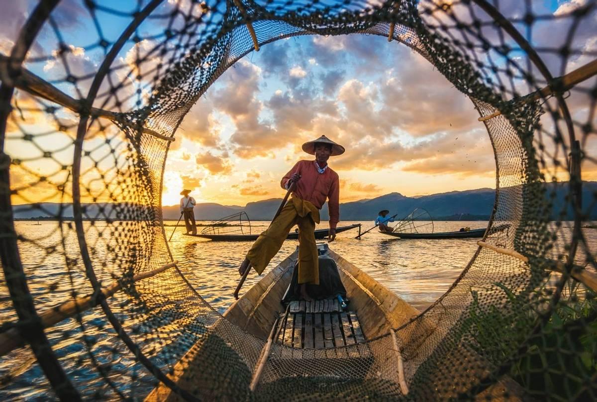 Intha Fisherman, Inle Lake, Burma shutterstock_748449202.jpg
