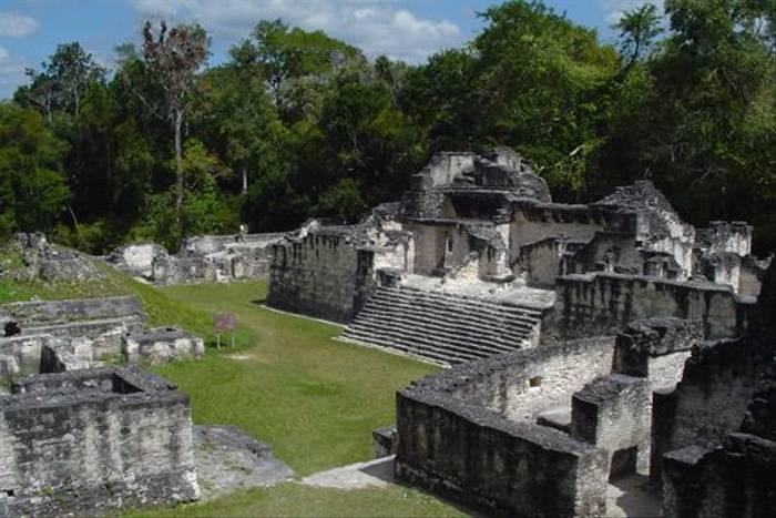 Mayan temples (Peter Dunn)