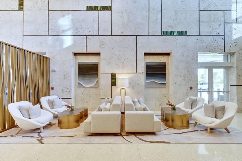 carillon-lobby-7.jpg