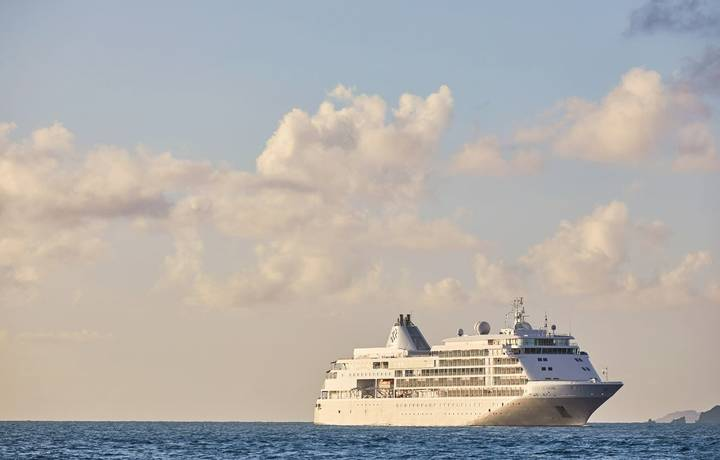 Silver Shadow cruising in the Caribbeans.