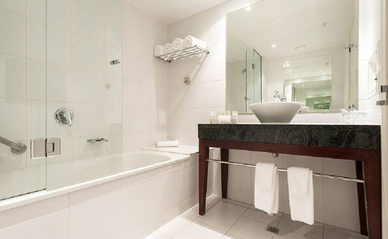 Australasia - New Zealand - Rutherford Hotel - Ensuite.jpg