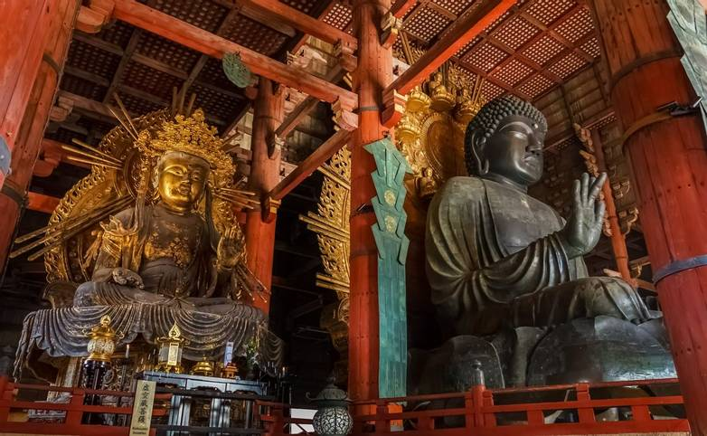 Nara, Japan - November 16 2013: Daibutsu-den houses the world's largest bronze statue of the Buddha Vairocana and other two …