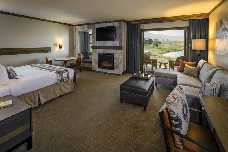 Sage-Lodge-Paradise King Suite_Doors Open.jpg