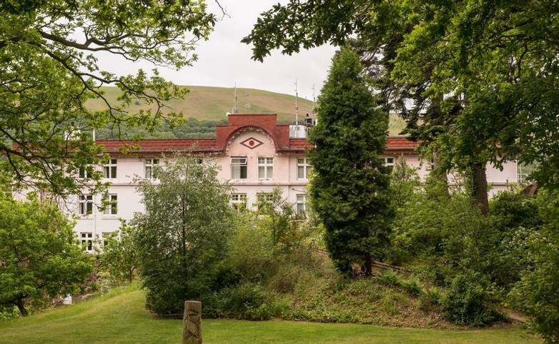 10694_0059 - Longmynd House - Exterior