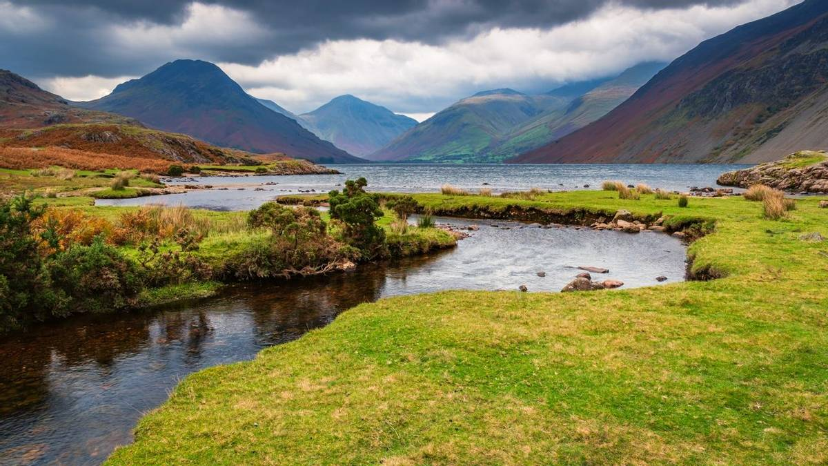 UK 3 Peaks - Guided Trail - Wastwater with Scafell Pike - AdobeStock_230419983