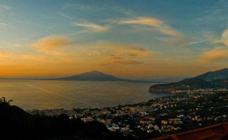 Sorrento - Hotel - Grand Hermitage - Views - Vista alba - From Hotel.jpg