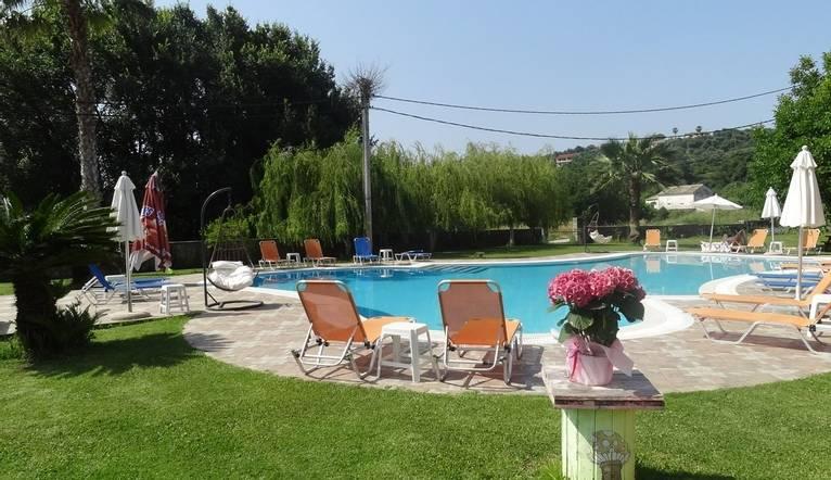 aronda pool garden.JPG