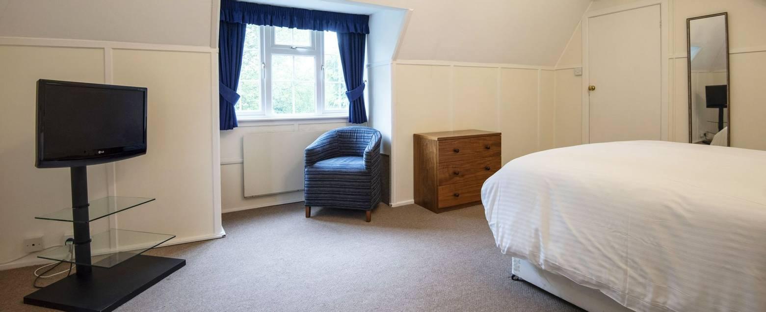 10688_0192 - Abingworth Hall - Room 24