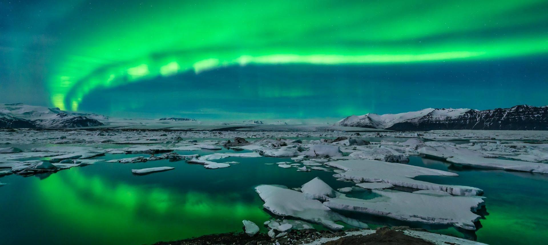 Northern Lights Iceland. Shutterstock 143438332