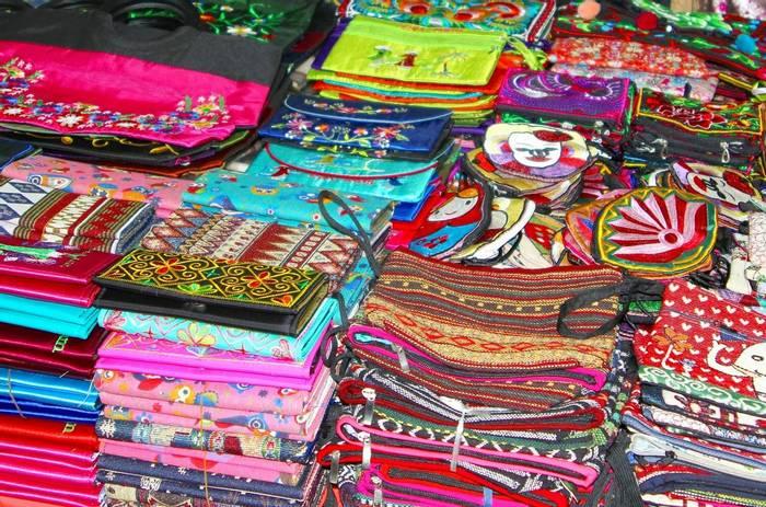 Craft market Vietnam.jpg