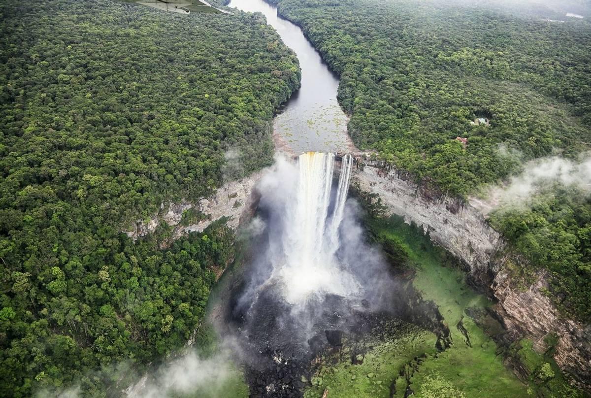 Kaieteur Falls (Peter Stott)