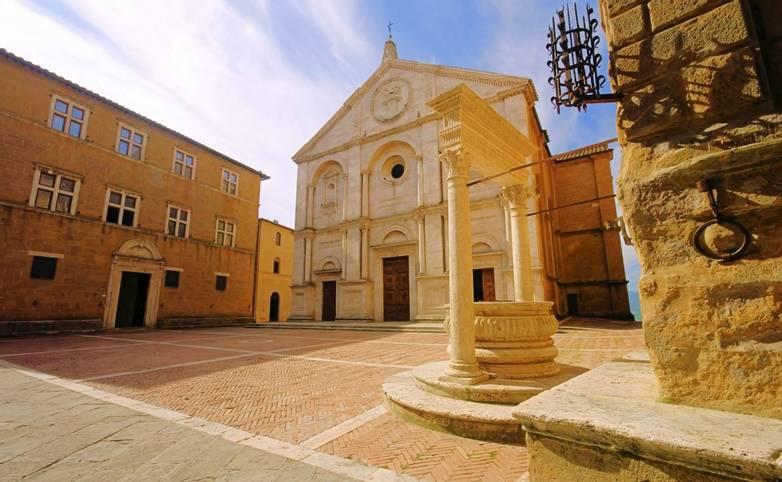 Italy - Tuscany - San Quirico  - AdobeStock_24922055.jpeg