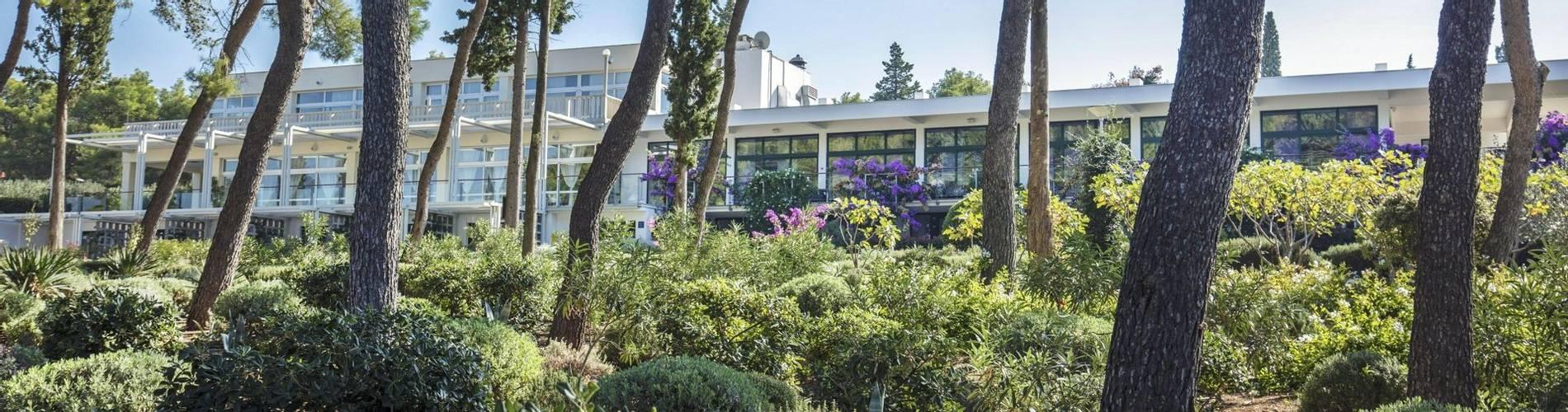 Resort_Velaris - Garden (7) (1).jpg