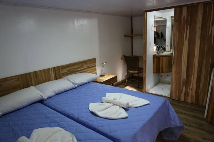 Jaguar flotel ensuite bedroom