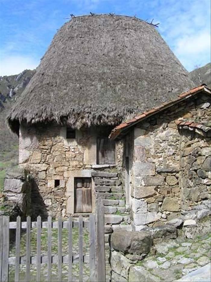 Traditional Spanish house (Thomas Mills)