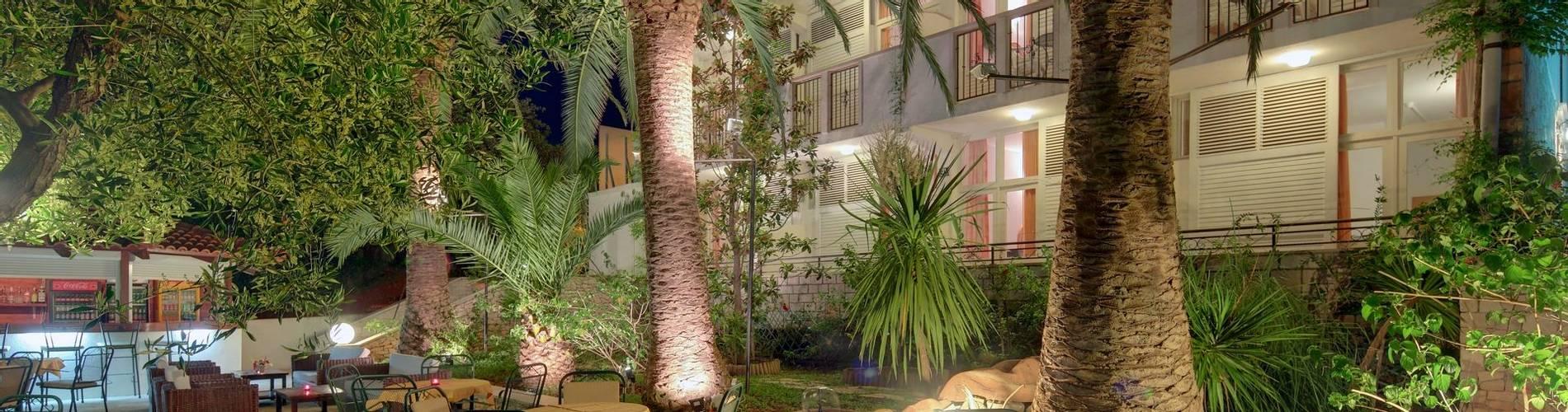 Hotel Villa ADRIATICA 2014 ZFacade Garden 6X4 night 21MB (2).jpg