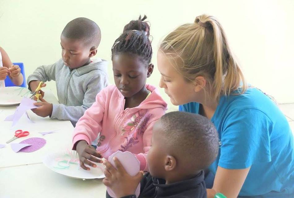 Educating local children - Volunteer South Africa
