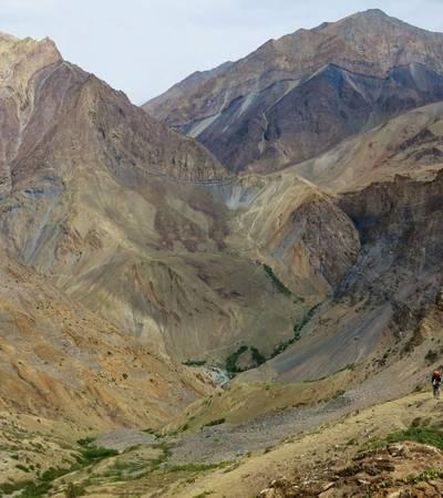 Descending Cha Cha La (4,950m)