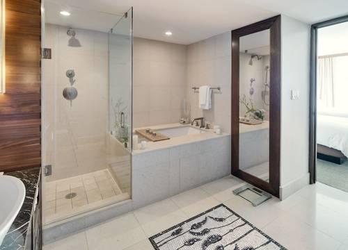 carillon-suite-Bathroom 3.jpg