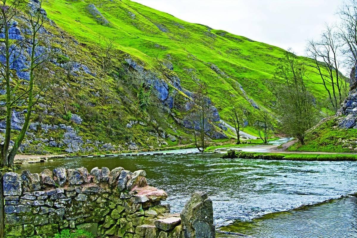 Dovedale - stepping stones - autumn AdobeStock_270747055.jpg