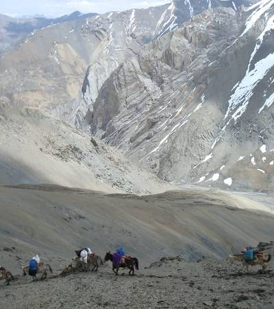 Descending Kang La pass at 5,380m