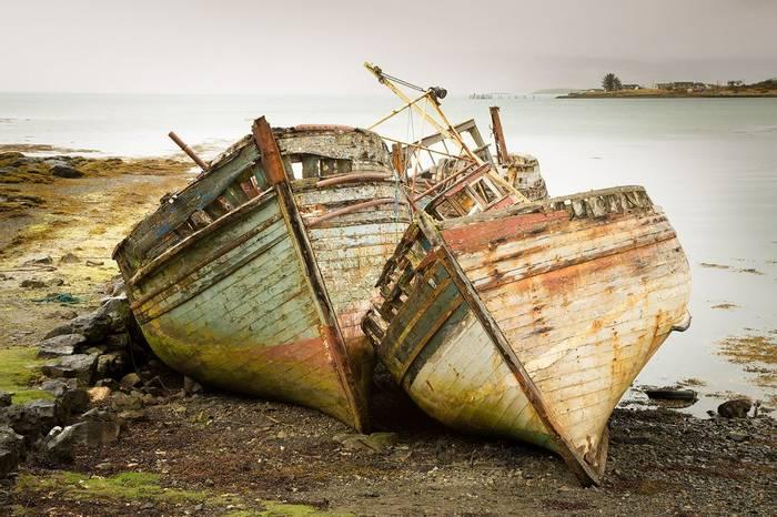 UK17 296 Wrecks, Mull, Scotland