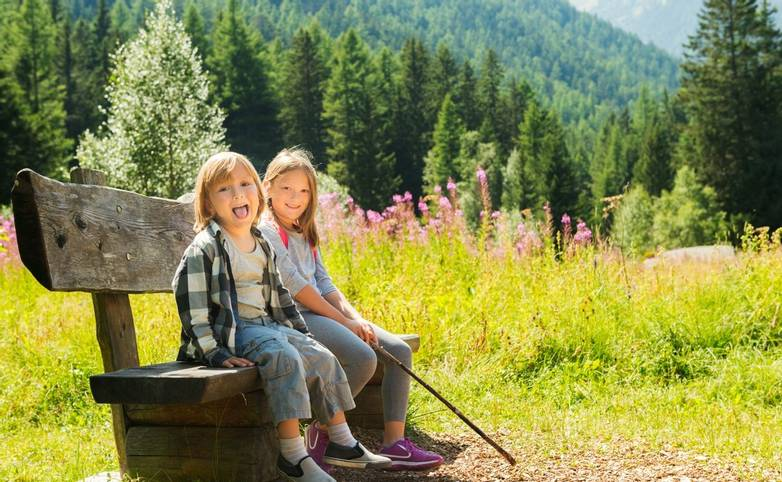 Family-Mayrhofen-AdobeStock_89020092.jpeg