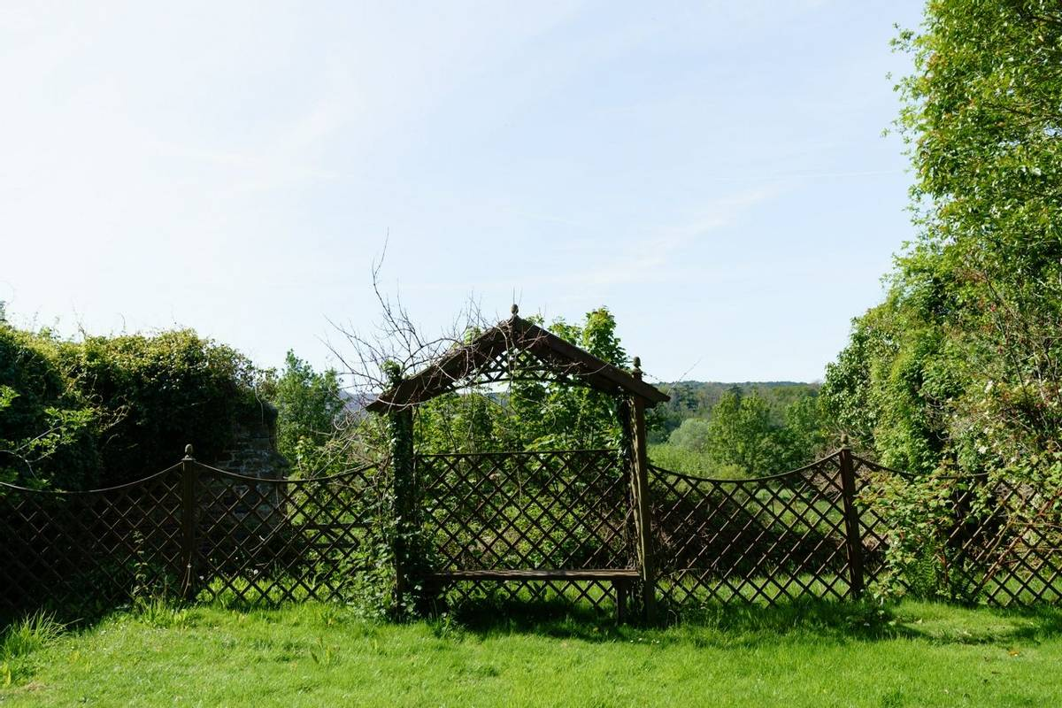 10684_0093 Holnicote House - Garden