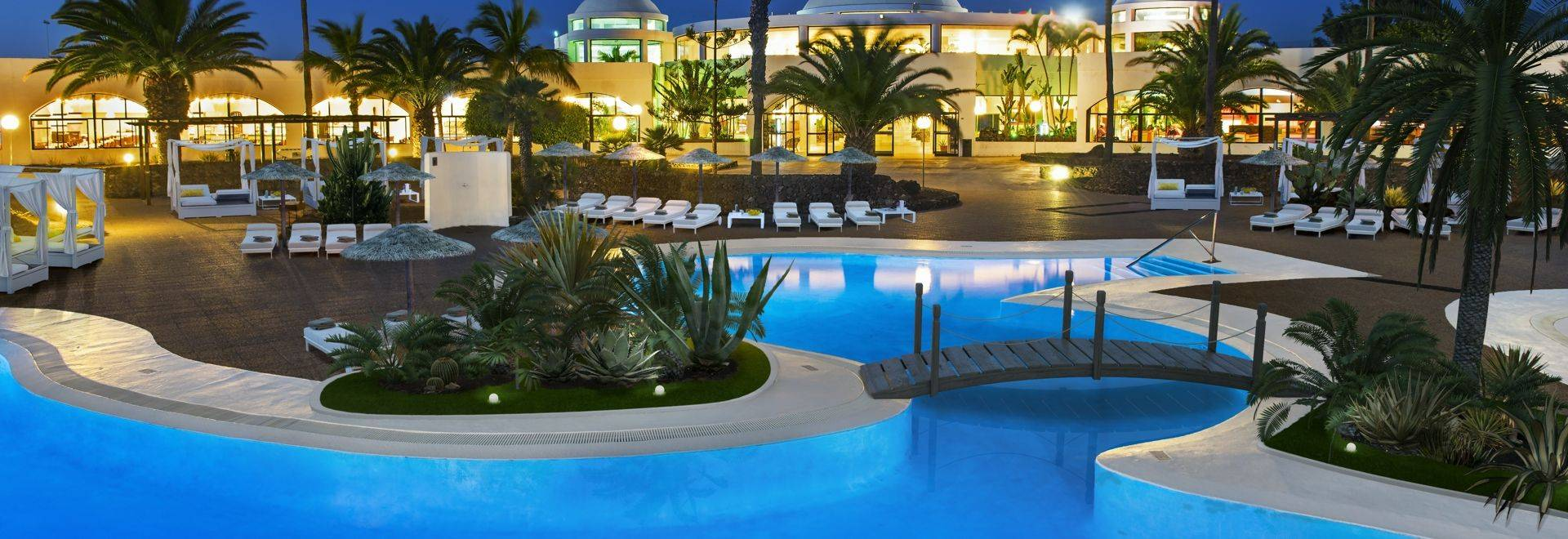 Pool Area   Night View