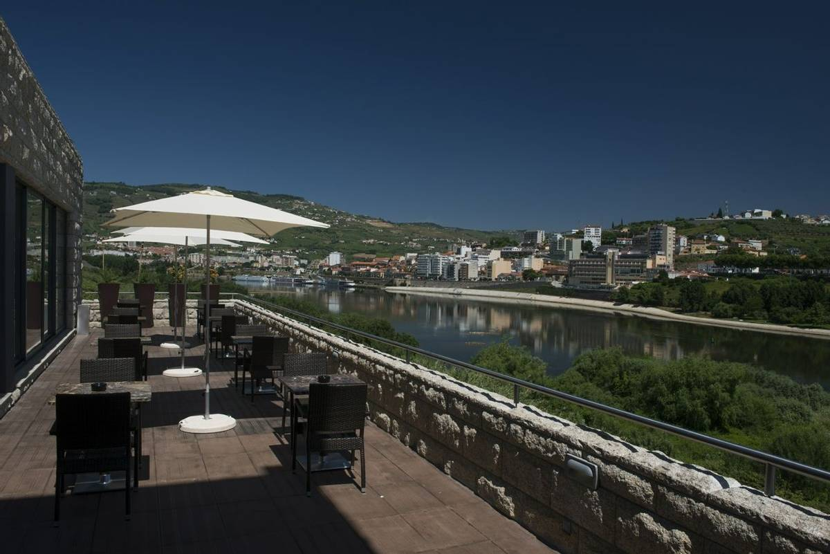 Portugal - Douro Valley - Hotel Vila Galé Collection Douro -VG_Douro_Bar_5.jpg