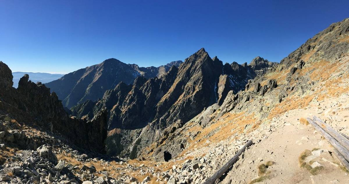 Slovakia View from the Lomnicky saddle.JPG