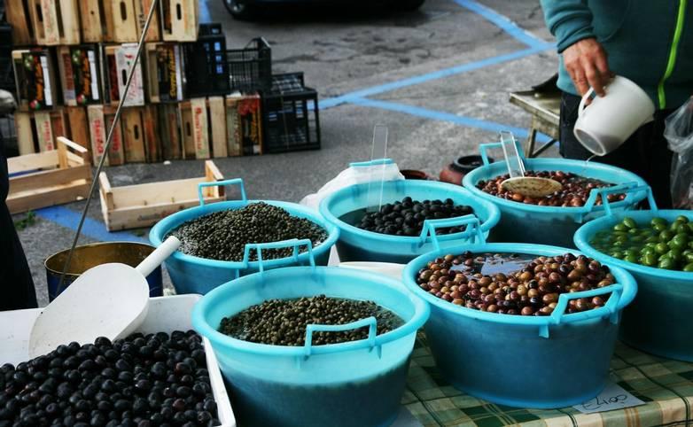 Italy_Olive_Market_LR.jpg
