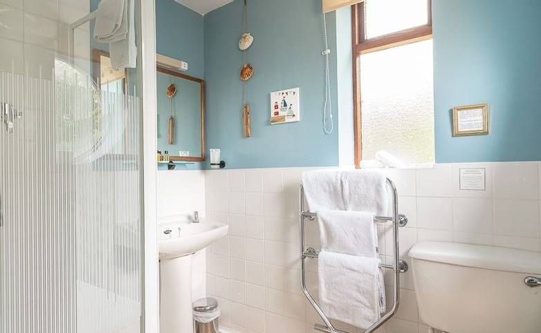 Bathroom Park Lodge Hotel from hotel's website.jpg