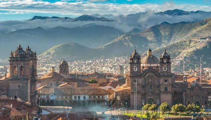 Plaza de Armas, Cusco, Peru shutterstock_354971309.jpg