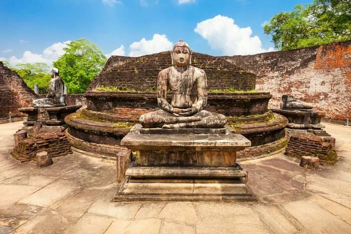 Polonnaruwa Vatadage, Sri Lanka shutterstock_745963120.jpg