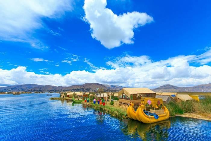 Uros Island, Lake Titicaca, Peru shutterstock_358570064.jpg