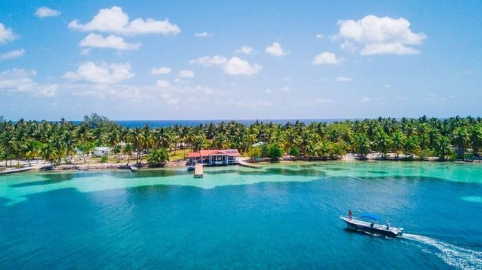 South Water Caye, Belize shutterstock_711873391.jpg