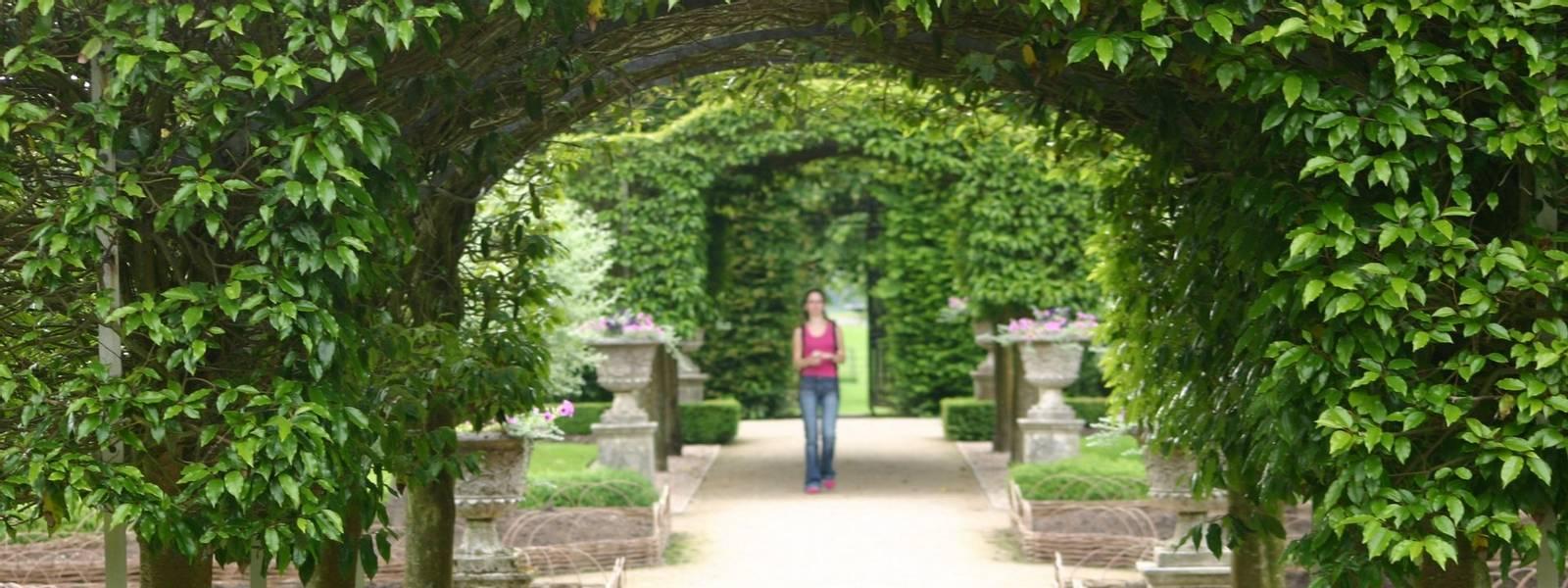 HorticulturalTours-GardenToursAdobeStock_2461376.jpeg