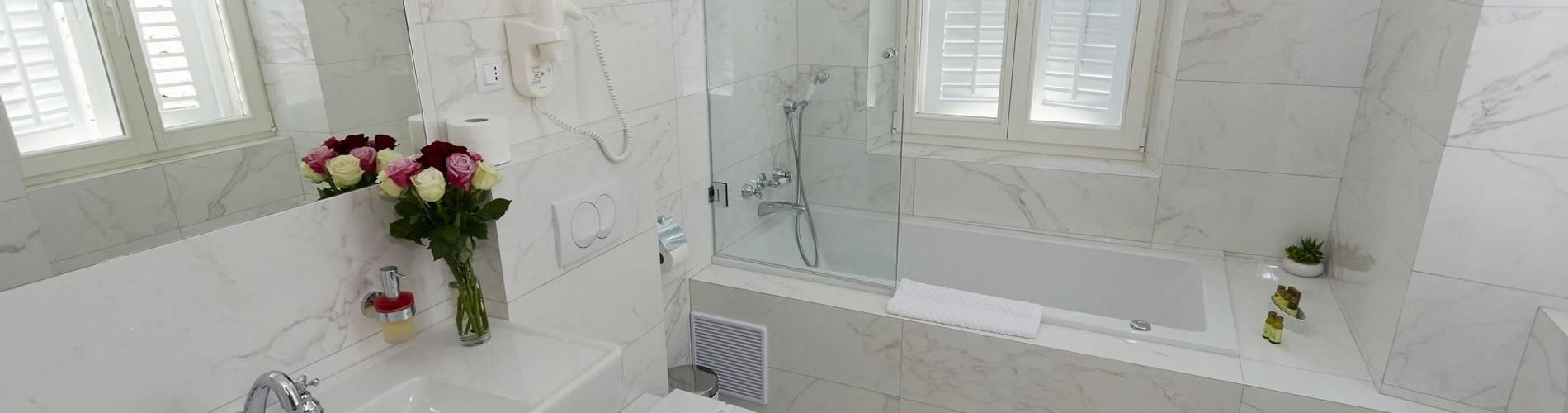 junior suite bathroom.jpg