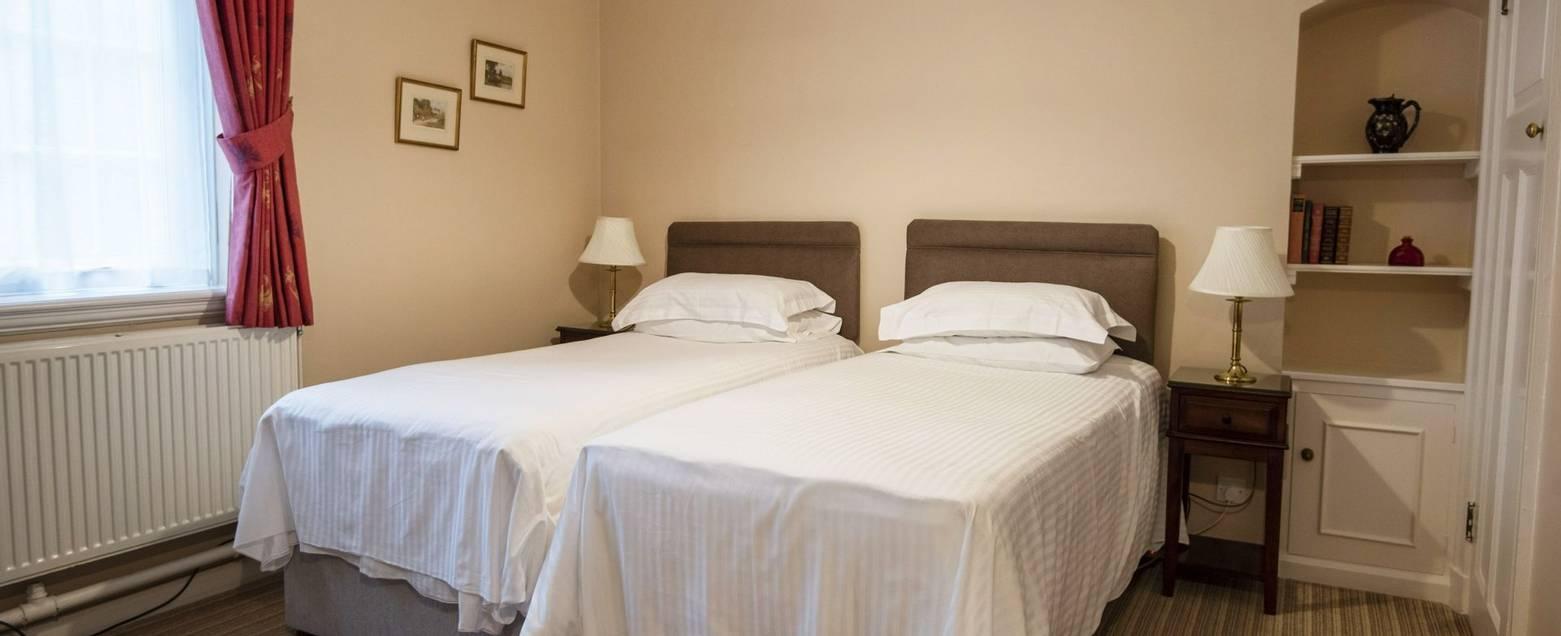 10688_0179 - Abingworth Hall - Room 12