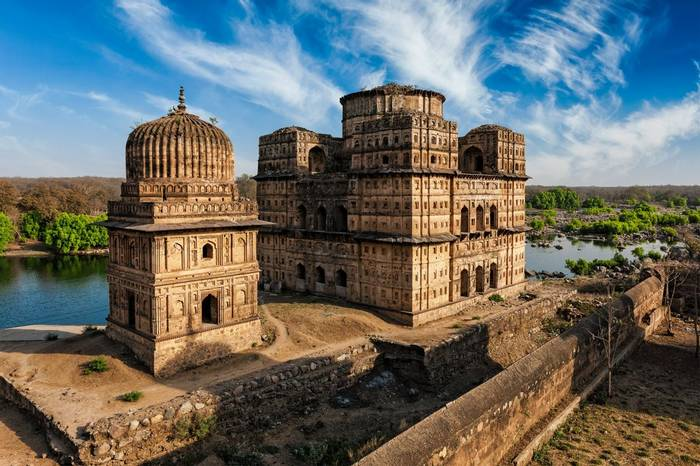 Royal Cenotaphs Of Orchha, India Shutterstock 499720417