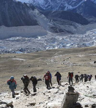 Group ascending the trail to Kalapatar (5,545m)